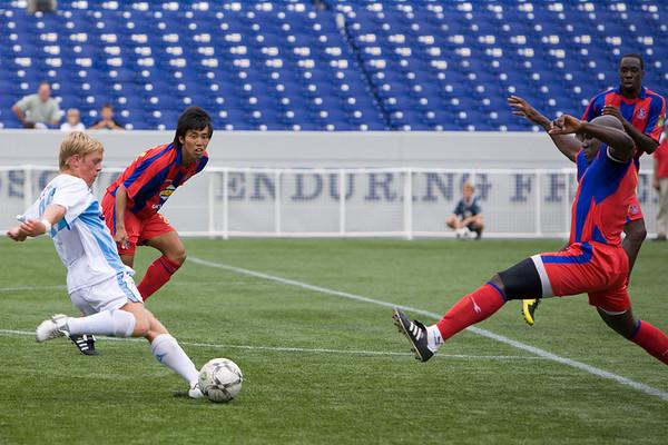 Ibrahim Kante blocks a shot at the top of the penalty box