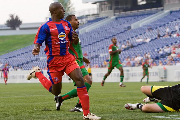 Matthew Mbuta beats the Bermuda goalie to give Palace an early lead.