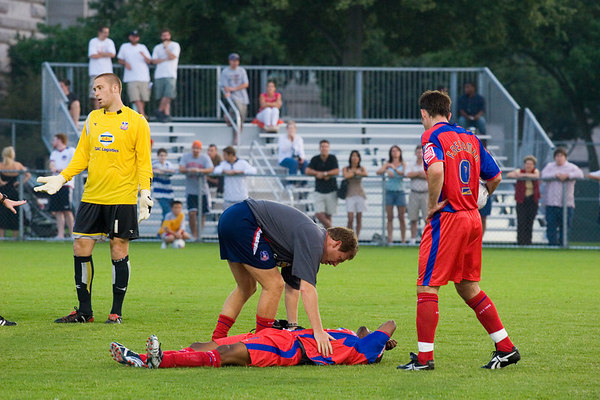 ....but ends up clattering Morrison to the ground.  The referee awards a penalty despite Seitz's protests of innocence.