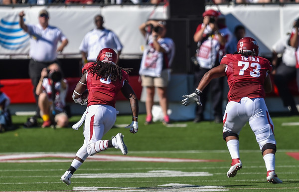 Sebastian Tretola runs downfield to block for Alex Collins during football game between the Arkansas Razorbacks and the Toledo Rockets on Saturday, 9/12/2015.  Toledo won 16-12.   (Alan Jamison, Nate Allen Sports Service)