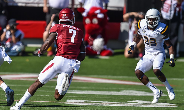 Damon Mitchell runs during a football game between the Arkansas Razorbacks and the Toledo Rockets on Saturday, 9/12/2015.  Toledo won 16-12.   (Alan Jamison, Nate Allen Sports Service)