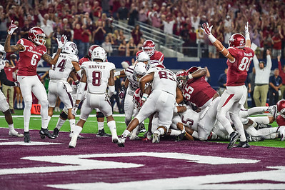 Drew Morgan and Kendrick Edwards signal Rawleigh Williams' first Razorback touchdown to the fans during the Southwest Classic game between the Arkansas Razorbacks and the Texas A&M Aggies at AT&T Stadium in Arlington, Texas.  Texas A&M won 28-21 in overtime.   (Alan Jamison, Nate Allen Sports Service)