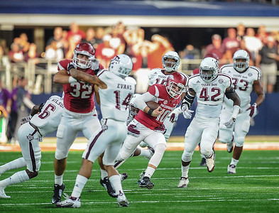 Brandon Allen rushing during the Southwest Classic game between the Arkansas Razorbacks and the Texas A&M Aggies at AT&T Stadium in Arlington, Texas.   (Alan Jamison, Nate Allen Sports Service)