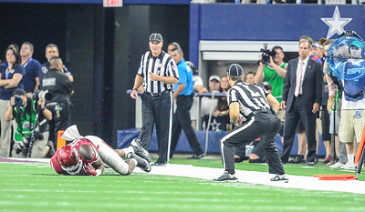 Arkansas Razorbacks tight end Jeremy Sprinkle (83) attempts to catch the ball during the last play in overtime during the Southwest Classic game between the Arkansas Razorbacks and the Texas A&M Aggies at AT&T Stadium in Arlington, Texas.  Texas A&M won 28-21 in overtime.   (Alan Jamison, Nate Allen Sports Service)