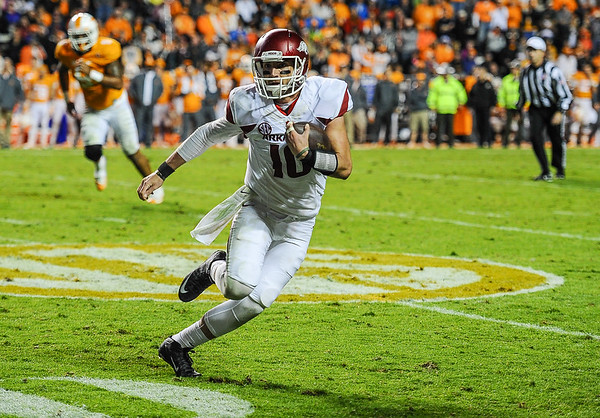 Arkansas Razorbacks quarterback Brandon Allen (10) carries during a football game between the Arkansas Razorbacks and the Tennessee Volunteers at Neyland Stadium in Knoxville, Tennesee.     The score was tied 17-17 at the half.  (Alan Jamison, Nate Allen Sports Service)