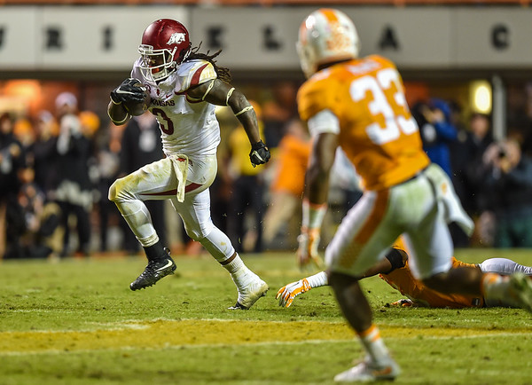 Arkansas Razorbacks running back Alex Collins (3) carries the ball during a football game between the Arkansas Razorbacks and the Tennessee Volunteers at Neyland Stadium in Knoxville, Tennesee.     The score was tied 17-17 at the half.  (Alan Jamison, Nate Allen Sports Service)