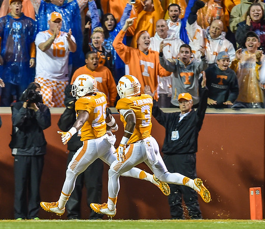 Tennessee Volunteers defensive back Evan Berry (29) returns the opening kickoff for a touchdown during a football game between the Arkansas Razorbacks and the Tennessee Volunteers at Neyland Stadium in Knoxville, Tennesee.     The score was tied 17-17 at the half.  (Alan Jamison, Nate Allen Sports Service)