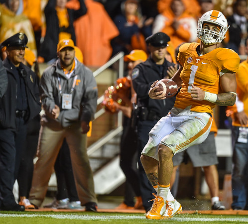 Tennessee running back Jalen Hurd (1) scores during a football game between the Arkansas Razorbacks and the Tennessee Volunteers at Neyland Stadium in Knoxville, Tennesee.     The score was tied 17-17 at the half.  (Alan Jamison, Nate Allen Sports Service)