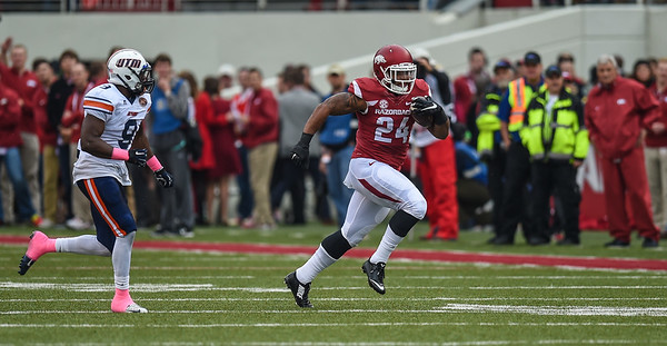 Kody Walker rushes during a football game between the Arkansas Razorbacks and the UT Martin Skyhawks in Reynolds Razorback Stadium on October 31, 2015.   Arkansas led 35-14 at the half (Alan Jamison, Nate Allen Sports Service)