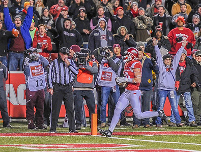 Arkansas Razorbacks wide receiver Drew Morgan (80) scores on a passing play during a football game between Arkansas and Mississippi State on November 21, 2015.    (Alan Jamison, Nate Allen Sports Service)