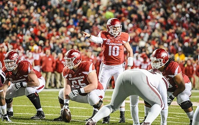 Arkansas Razorbacks quarterback Brandon Allen (10) reads the defense during a football game between Arkansas and Mississippi State on November 21, 2015.    (Alan Jamison, Nate Allen Sports Service)