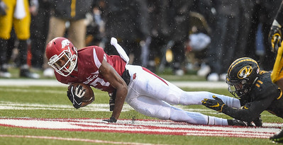 Arkansas Razorbacks wide receiver Dominique Reed (87) with a catch during a football game between Arkansas and Missouri on November 27, 2015.    (Alan Jamison, Nate Allen Sports Service)