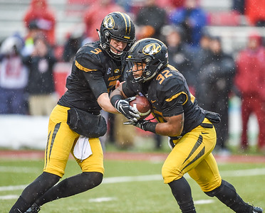 Missouri Tigers quarterback Drew Lock (3) hands off to Missouri Tigers running back Russell Hansbrough (32) during a football game between Arkansas and Missouri on November 27, 2015.    (Alan Jamison, Nate Allen Sports Service)