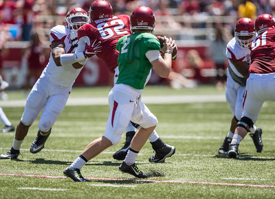 Johnny Gibson protects Rafe Peavey during the Arkansas Razorback Spring Football Game on 4/23/2016.   (Alan Jamison, Nate Allen Sports Service)