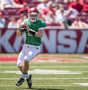 Rate Peavey looks to pass during the Arkansas Razorback Spring Football Game on 4/23/2016.   (Alan Jamison, Nate Allen Sports Service)