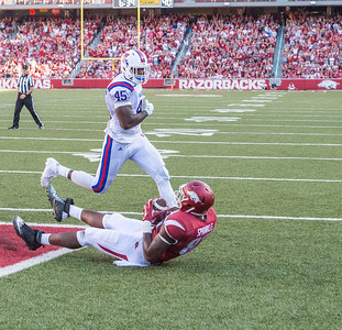 Arkansas Razorbacks tight end Jeremy Sprinkle (83) catches a pass in the end zone for the game-winning touchdown during a football game between the Arkansas Razorbacks and the Louisiana Tech Bulldogs on Saturday, September 3, 2016.  (Alan Jamison, Nate Allen Sports Service)