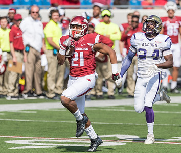 Devwah Whaley breaks loose for a touchdown during a football game between the Arkansas Razorbacks and the Alcorn State Braves on Saturday, October 1, 2016.  (Alan Jamison, Nate Allen Sports Service)