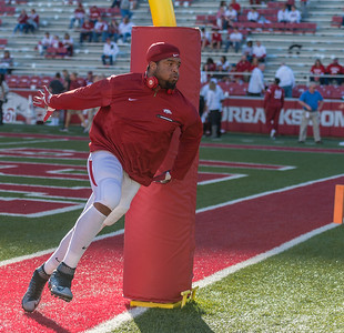 Arkansas Razorbacks defensive lineman Deatrich Wise Jr. (48) warms up before the football game between Arkansas and Alabama on Saturday, October 8, 2016.  (Alan Jamison, Nate Allen Sports Service)