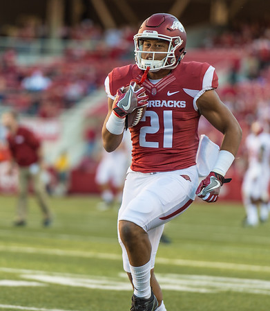 Arkansas Razorbacks running back Devwah Whaley (21) warms up before the football game between Arkansas and Alabama on Saturday, October 8, 2016.  (Alan Jamison, Nate Allen Sports Service)