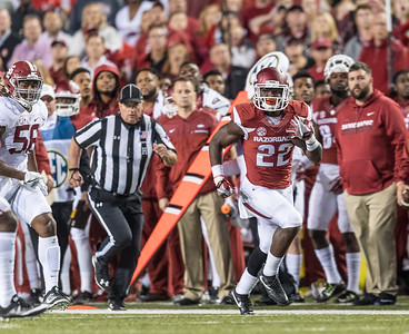 Arkansas Razorbacks running back Rawleigh Williams III (22) rushes during a football game between Arkansas and Alabama on Saturday, October 8, 2016.  (Alan Jamison, Nate Allen Sports Service)