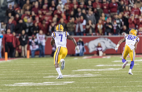 LSU Tigers running back Leonard Fournette (7) runs to an open field during a football game between Arkansas and LSU on Saturday, November 12, 2016.  (Alan Jamison, Nate Allen Sports Service)