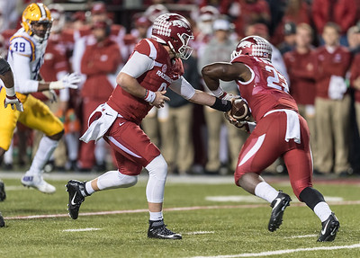 Arkansas Razorbacks quarterback Austin Allen (8) hands off to Rawleigh Williams III (22) during a football game between Arkansas and LSU on Saturday, November 12, 2016.  (Alan Jamison, Nate Allen Sports Service)