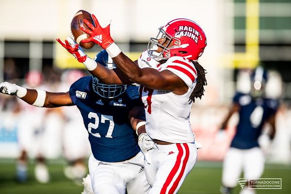 Jarrod Jackson (17) catches a pass with pressure from Georgia Southern defender Kenderick Duncan Jr. (27 blue) for a huge gain in the start of the first quarter. [Photo by Hunter D. Cone]