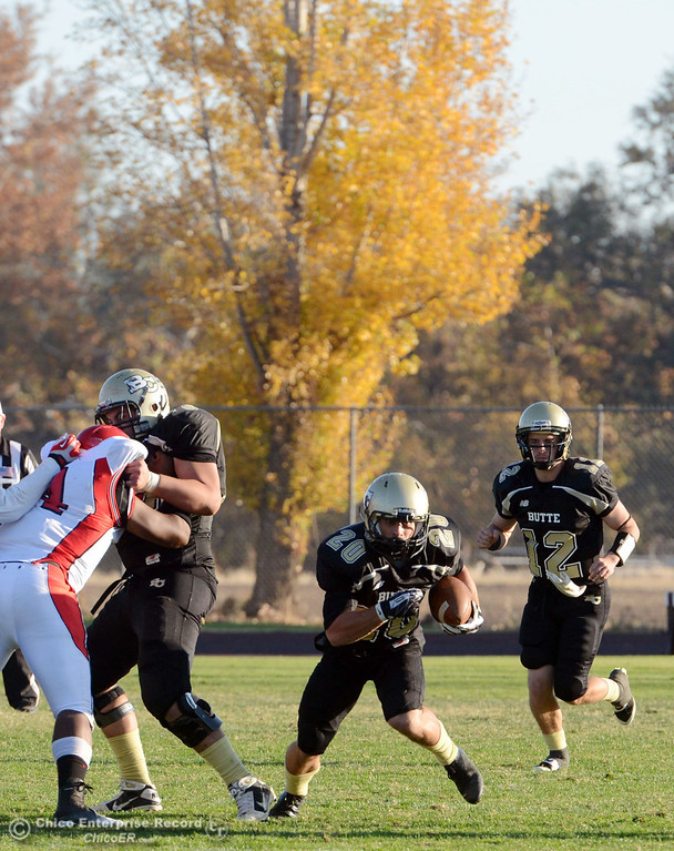 . Butte College\'s #20 Armand Bokitch (center) rushes against City College of San Francisco in the fourth quarter of their football game at Butte\'s Cowan Stadium Saturday, November 16, 2013 in Butte Valley, Calif.  (Jason Halley/Chico Enterprise-Record)