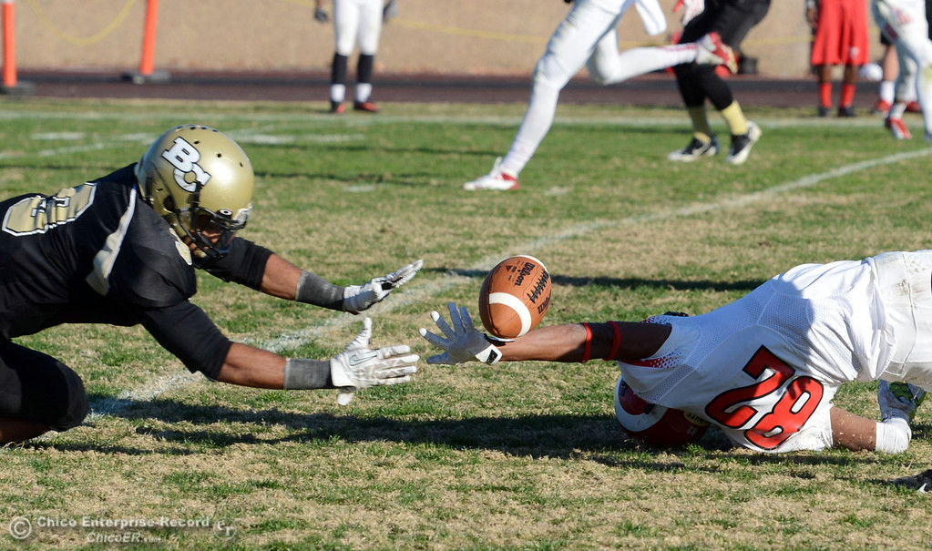 . Butte College\'s #3 London Muse (left) attempts to pick up a tipped ball against Fresno City College\'s #82 Kevin Hurtado (right) in the fourth quarter of their football game at Butte\'s Cowan Stadium Saturday, November 30, 2013 in Butte Valley, Calif.  (Jason Halley/Chico Enterprise-Record)