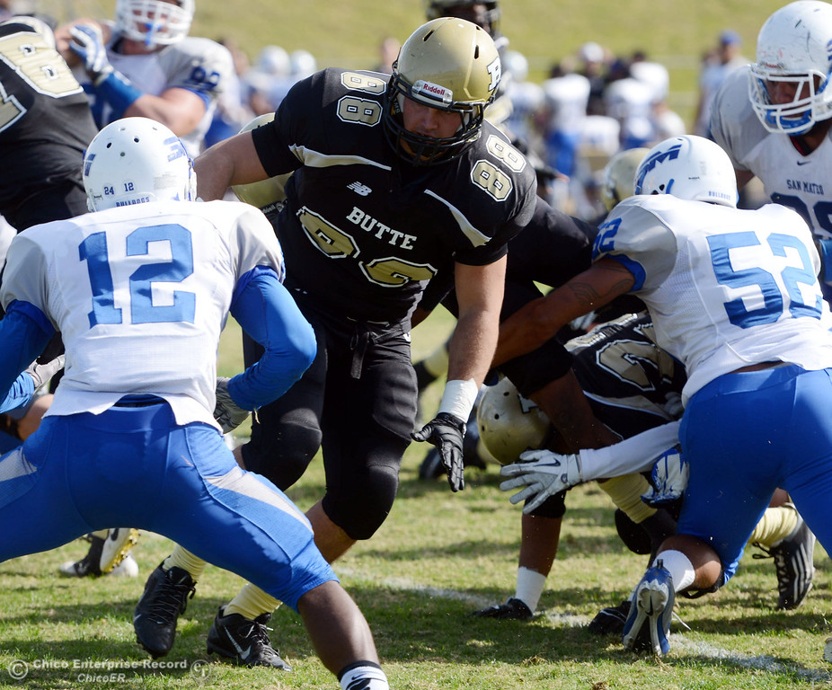 . Butte College\'s #88 Ralph Raetz (center) against San Mateo College in the first quarter of their football game at Butte\'s Cowan Stadium Saturday, November 2, 2013 in Oroville, Calif.  (Jason Halley/Chico Enterprise-Record)