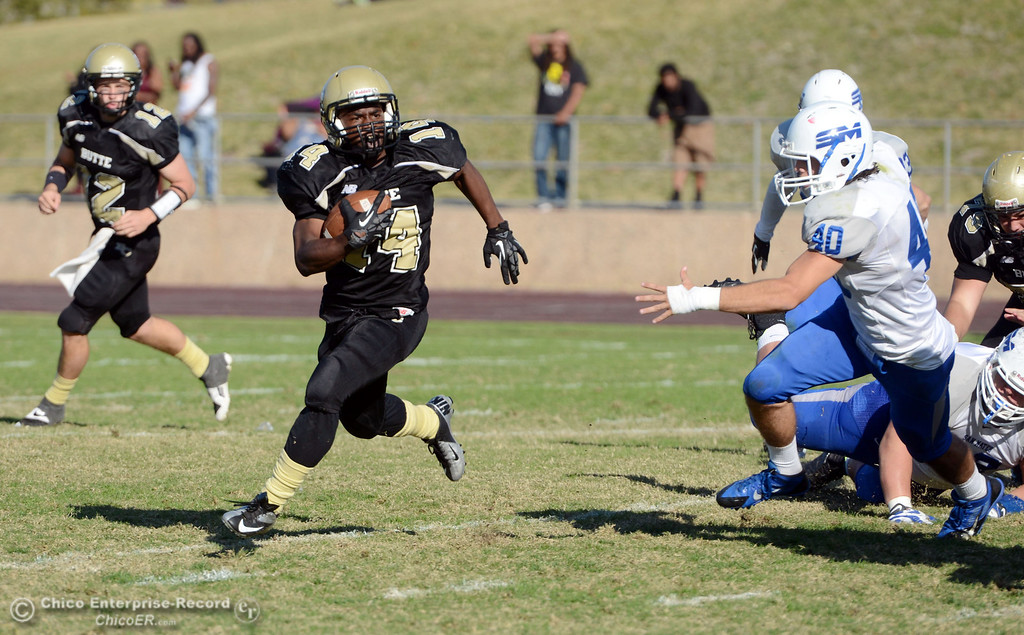 . Butte College\'s #14 Robert Frazier (left) rushes against College of San Mateo\'s #40 Jake Kearney (right)  in the third quarter of their football game at Butte\'s Cowan Stadium Saturday, November 2, 2013 in Oroville, Calif.  (Jason Halley/Chico Enterprise-Record)