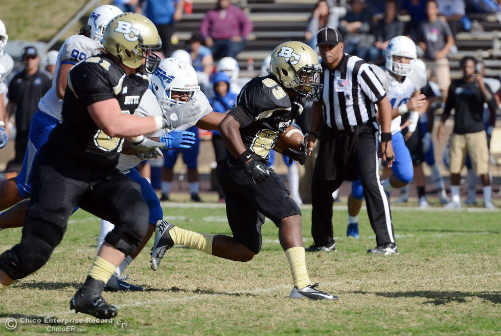 . Butte College\'s #83 Terez Cowan (center) rushes against College of San Mateo in the second quarter of their football game at Butte\'s Cowan Stadium Saturday, November 2, 2013 in Oroville, Calif.  (Jason Halley/Chico Enterprise-Record)