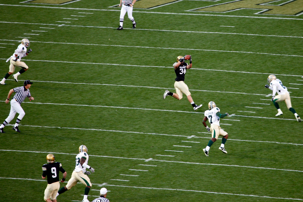 Tyler Hansen (9) completes another pass, this time to TE Ryan Deehan (34) .