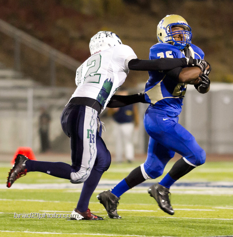IMAGE: http://www.brad21photo.com/Sports/Football/Damonte-Football-2012/i-C2d2VRx/0/XL/IMG_0876-XL.jpg