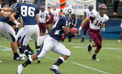Hoyas Wilburn Logan (14) breaks away
