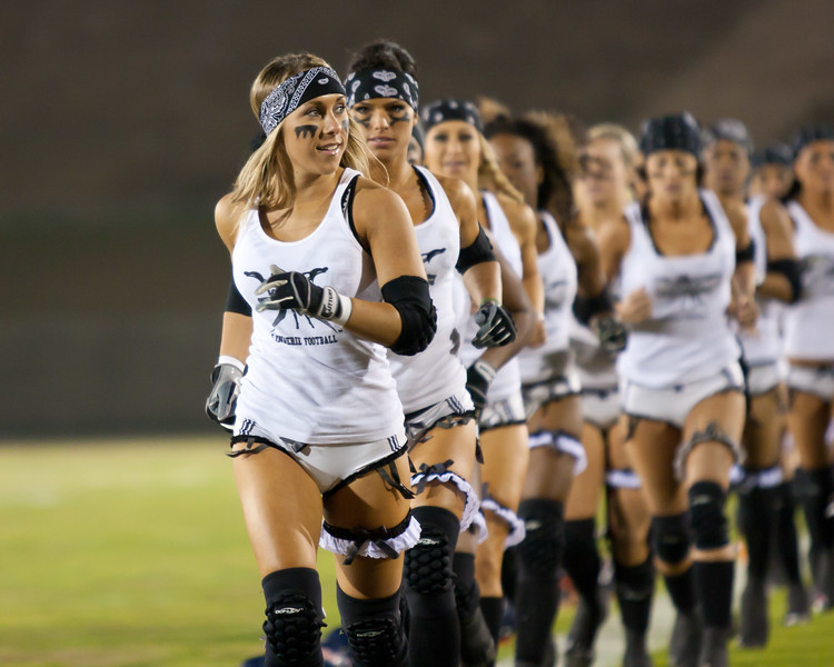 Melissa Margulies leads Los Angeles Temptation onto the field