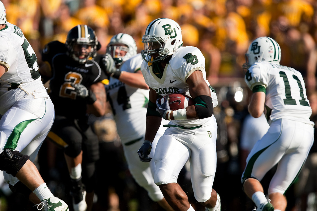 7 November 2009: Baylor running back Jay Finley (32) carries the ball during the Baylor Bears 40-32 win over the Missouri Tigers at Memorial Stadium in Columbia, Missouri.