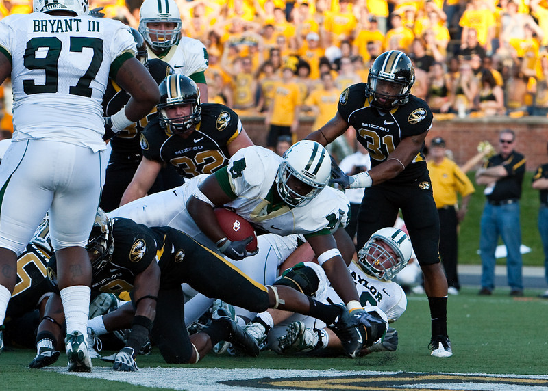 7 November 2009: Baylor running back Terrance Ganaway (24) rushes for a 1 yard touchdown during the Baylor Bears 40-32 win over the Missouri Tigers at Memorial Stadium in Columbia, Missouri.