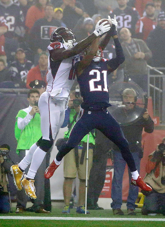 . Atlanta Falcons wide receiver Julio Jones, left, makes a touchdown catch over New England Patriots cornerback Malcolm Butler (21) during the second half of an NFL football game, Sunday, Oct. 22, 2017, in Foxborough, Mass. (AP Photo/Steven Senne)