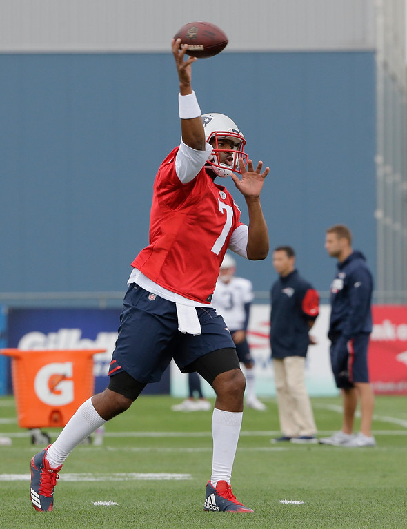 . New England Patriots quarterback Jacoby Brissett (7) passes the ball at NFL football training camp, Thursday, July 27, 2017, in Foxborough, Mass. (AP Photo/Steven Senne)