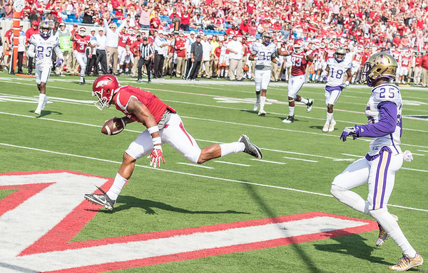Jared Cornelijs catches a pass for a touchdown during a football game between the Arkansas Razorbacks and the Alcorn State Braves on Saturday, October 1, 2016.  (Alan Jamison, Nate Allen Sports Service)