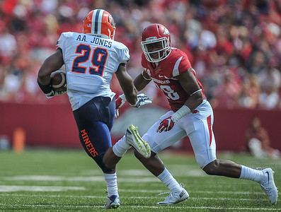 Josh Liddell prepares to tackle UTEP running back Aaron Jones during a football game between the Arkansas Razorbacks and the UTEP Miners on Saturday, September 5, 2015 at the  Donald W. Reynolds Razorback Stadium in Fayetteville, Arkansas.  Arkansas won the game 48-13.  (Alan Jamison, Nate Allen Sports Service).