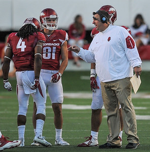 Coach Bielema talks to Deon Hatcher and Cody Hollister during a break in the football game between the Arkansas Razorbacks and the Toledo Rockets on Saturday, 9/12/2015.  Toledo won 16-12.   (Alan Jamison, Nate Allen Sports Service)