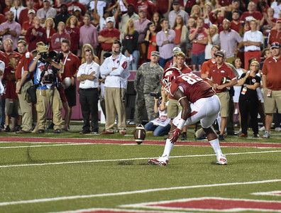 A pass to a wide open Jeremy Sprinkle (83) in the end zone is underthrown during a football game between the Arkansas Razorbacks and the Texas Tech Red Raiders at Reynolds Razorback Stadium at the University of Arkansas in Fayetteville, Arkansas.   Texas Tech won 35-24.  (Alan Jamison, Nate Allen Sports Service)