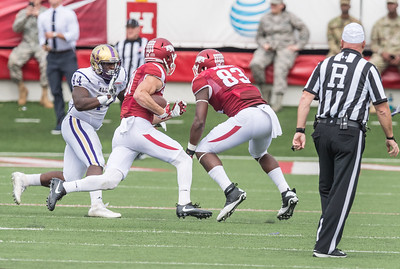 Arkansas Razorbacks tight end Jeremy Sprinkle (83) blocks for Arkansas Razorbacks wide receiver Cody Hollister (81) during a football game between the Arkansas Razorbacks and the Alcorn State Braves on Saturday, October 1, 2016.  (Alan Jamison, Nate Allen Sports Service)