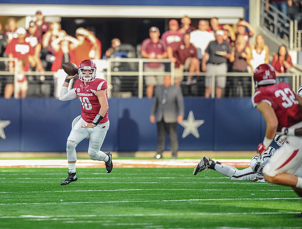 Brandon Allen (10) passes to Hunter Henry (32) during the Southwest Classic game between the Arkansas Razorbacks and the Texas A&M Aggies at AT&T Stadium in Arlington, Texas.   (Alan Jamison, Nate Allen Sports Service)
