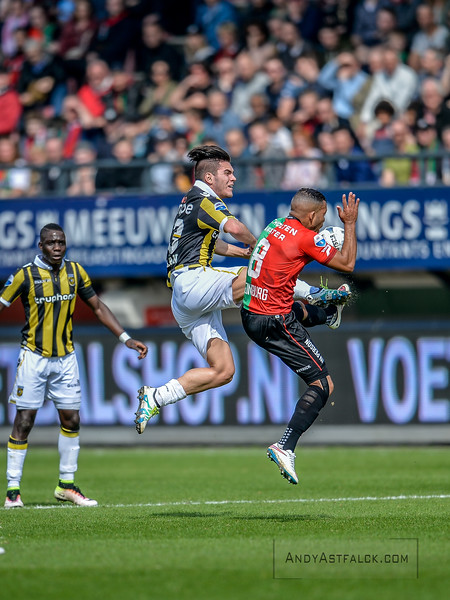 03-04-2016: Voetbal: NEC v Vitesse: Nijmegen   Nathan de Souza of Vitesse, Gregor Breinburg from NEC  Fotograaf Andy Astfalck  Eredivisie Seizoen 2015-2016 NEC v Vitesse