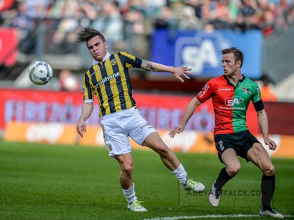 03-04-2016: Voetbal: NEC v Vitesse: Nijmegen   Nathan de Souza of Vitesse, Todd Kane of NEC  Fotograaf Andy Astfalck  Eredivisie Seizoen 2015-2016 NEC v Vitesse