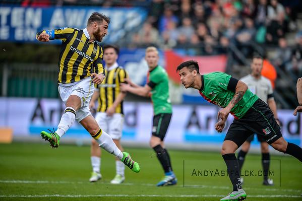03-04-2016: Voetbal: NEC v Vitesse: Nijmegen  Guram Kashia of Vitesse and Dario Dumic of NEC  Fotograaf Andy Astfalck  Eredivisie Seizoen 2015-2016 NEC v Vitesse