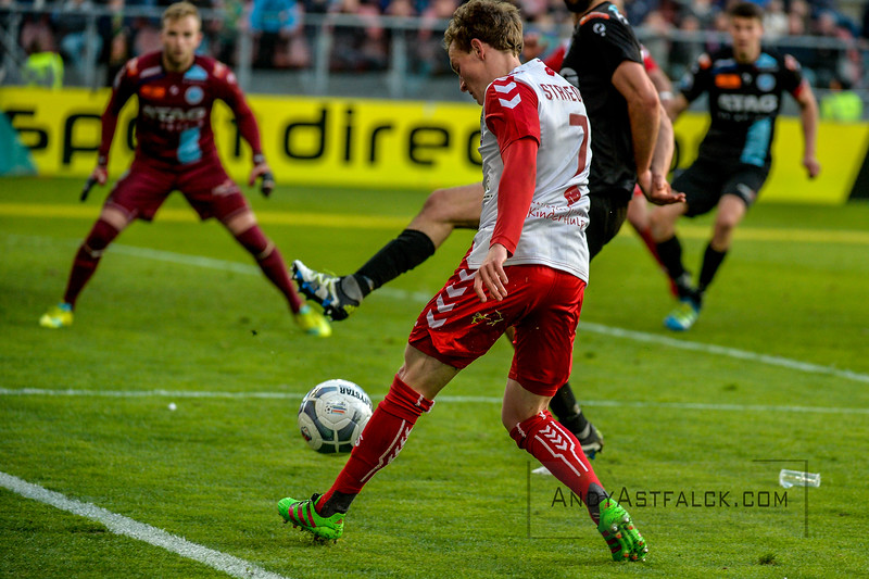 20-04-2016: Voetbal: FC Utrecht v De Graafschap: Utrecht  Rico Strieder from Utrecht Hidde Jurjus from de Graafschap in the background  Copyright Orange Pictures / Andy Astfalck  Eredivisie seizoen 2015/2016 Utrecht - de Graafschap